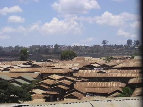 Kibera Slum in Nairobi - Attribute khym54